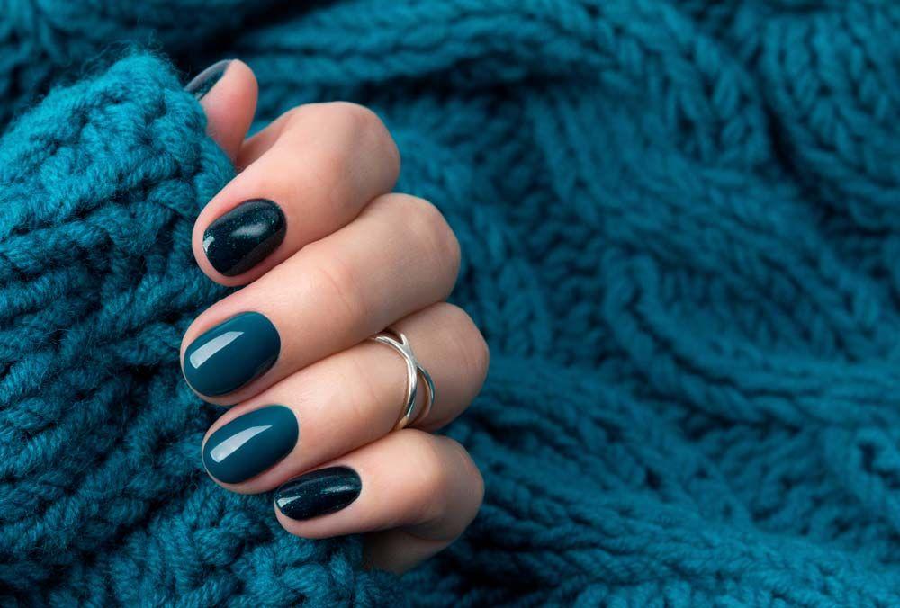 Manucure française ou vernis de couleur
